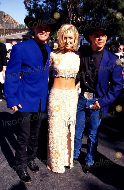 Mindy McCready Photo - 32nd Academy of Country Music Awards Mindy Mccready with Kenny Chesney and David Kirsh Photo Lisa Rose  Globe Photos Inc