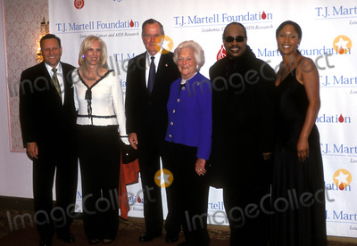 Aisha Morris Photo - the 29th Annual Tj Martell Foundation Award Gala Hilton Hotel New York City 05272004 Photo John Krondes  Globe Photos Inc 2004 George and Barbara Bush with Stevie Wonder and His Daughter Aisha Morris