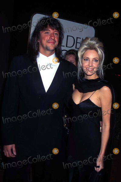 Heather Locklear Photo - Golden Globe Awards Heather Locklear and Richie Sambora Photo by Michael Ferguson-Globe Photos Inc