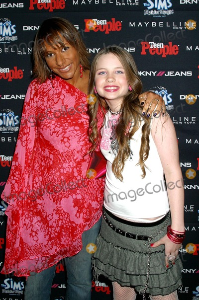 Amy Barnett Photo - I8182CHWSEAN PAUL HONORED AT TEEN PEOPLE 2003 ARTIST OF THE YEAR EVENTTEEN PEOPLE HOSTS SPECIAL AMERICAN MUSIC AWARDS PARTYAVALON HOLLYWOOD CA11162003PHOTO BY  CLINTON H WALLACE  IPOL  GLOBE PHOTOS INC  2003AMY BARNETT ( MANAGING EDITOR OF TEEN PEOPLE ) AND DAVEIGH CHASE