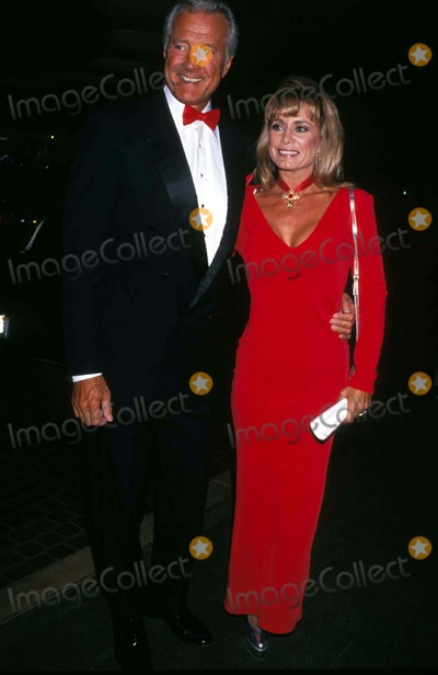 Lyle Waggoner Photo - Lyle Waggoner and Wife Sharon Photo by Michael FergusonGlobe Photos Inc
