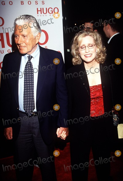 John Forsythe Photo - Charlies Angels Premiere Hollywood CA 102200 John Forsythe and Wife Photo by Nina PrommerGlobe Photos Inc