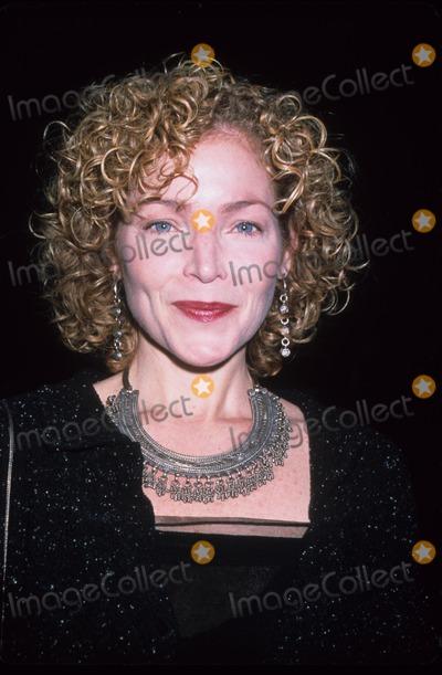 Amy Irving Photo - Amy Irving Oscar De La Renta Fall 2001 Fashion Show New York 2001 K21077rhart Photo by Phil Raoch-Globe Photos Inc