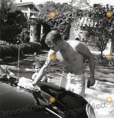 Steve Mcqueen Photo - Steve Mcqueen and Son Chad at Home in Palm Springs Photo Larry Barbier JrGlobe Photos Inc