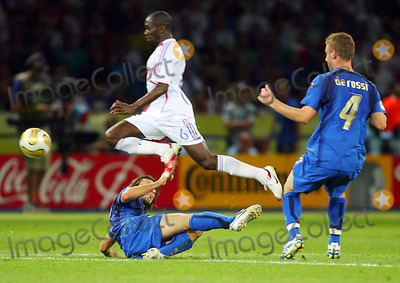 Andrea Pirlo Photo - Claude Makelele  Andrea Pirlo  Italy V France Claude Makelele  Andrea Pirlo Italy V France Olympic Stadium Berlin Germany 07-09-2006 K48556 Photo by Allstar-Globe Photos