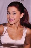 Ariana Grande Photo 4