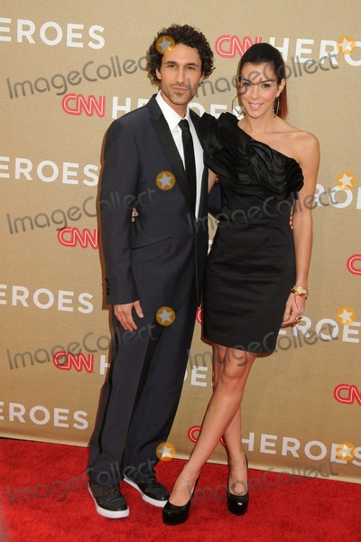 Ethan Zohn Photo - 11 December 2011 - Los Angeles California - Ethan Zohn and Jenna Morasca CNN Heroes An All-Star Tribute 2011 held at The Shrine Auditorium Photo Credit Byron PurvisAdMedia