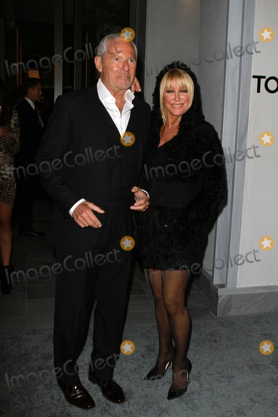 Alan Hamel Photo - 24  Febuary 2011 - Beverly Hills California - Alan Hamel (L) and actress Suzanne SomersTom Ford Flagship Store Opening Celebration Held At Tom Ford Store Photo Kevan BrooksAdMedia