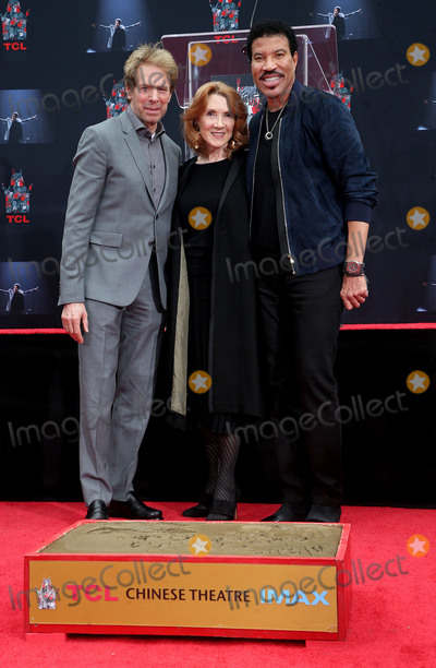Jerry Bruckheimer Photo - 07 March 2018 - Hollywood California - Jerry Bruckheimer Linda Bruckheimer and Lionel Richie Lionel Richie Hand and Footprint Ceremony held at TCL Chinese Theatre Photo Credit F SadouAdMedia