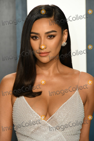 Shay Photo - 09 February 2020 - Los Angeles California - Shay Mitchell 2020 Vanity Fair Oscar Party following the 92nd Academy Awards held at the Wallis Annenberg Center for the Performing Arts Photo Credit Birdie ThompsonAdMedia