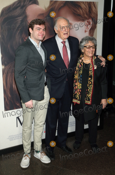 Alan Alda Photo - 5 November 2019 - Los Angeles California -  Alan Alda Arlene Alda Jake Alda Coffey Premiere Of Netflixs Marriage Story held at DGA Theater Photo Credit FSAdMedia