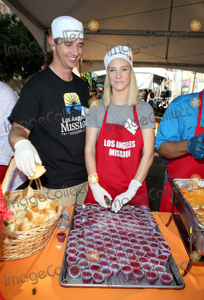Heather Morris Photo - 23 November 2017 - Los Angeles California - Taylor Hubbell Heather Morris Los Angeles Mission Thanksgiving Meal For The Homeless Photo Credit F SadouAdMedia