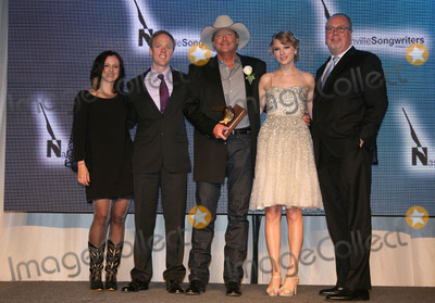 John Bettis Photo - 16 October 201 - Nashville TN - Shannon Wright Adam Wright Alan Jackson Taylor Swift Mike Dungan The Nashville Songwriters Hall of Fame Foundation (NaSHOF) inductudtion into the Nashville Songwriters Hall of Fame hit writers John Bettis Thom Schuyler and Allen Shamblin and in the SongwriterArtist category Country superstars Garth Brooks and Alan Jackson Photo Credit Bev MoserAdMedia