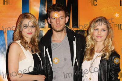 Alex Pettyfer Photo - 12  February 2011 - Los Angeles California - Dianna Agron Alex Pettyfer Teresa Palmer Autograph signing With the Stars of  I Am Number Four  held at Hot Topic Photo Tommaso BoddiAdMedia