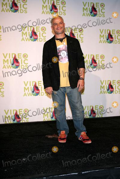 Alejandro Sanz Photo - Alejandro Sanzin the press room at the 2005 MTV Video Music Awards American Airlines Arena Miami FL 08-28-05