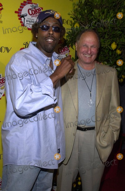 Arsenio Hall Photo - Arsenio Hall and Budd Friedman at the Diet Coke with Lemon 40th anniversary bash for the legendary LA comedy club The Improv Los Angeles CA 08-23-02