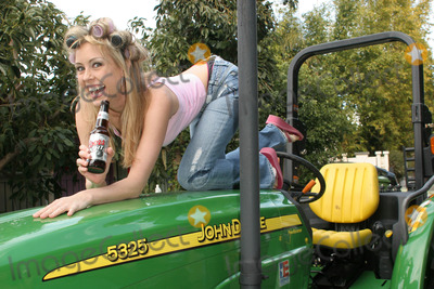 Leigh Ann Spence Photo - Leigh Ann Spenceat a White Trash Themed Bridal Shower and Party for Lisa Ligon Private Location Studio City CA 03-19-06