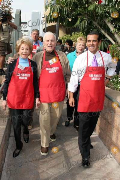 Anne Douglas Photo - Anne Douglas with Kirk Douglas and Mayor Antonio Villaraigosaat The Los Angeles Mission Thanksgiving Meal for the Homeless hosted by Kirk and Anne Douglas Los Angeles Mission Los Angeles CA 11-22-06