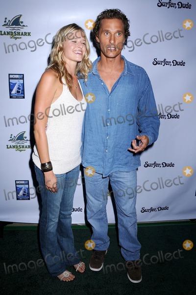Sarah Wright Photo - Sarah Wright and Matthew McConaughey at the Los Angeles Premiere of Surfer Dude Malibu Cinemas Malibu CA 09-10-08