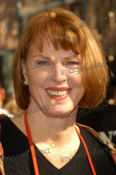 Mariette Hartley Photo - Mariette Hartley at Celebrities Reach Out To Homeless at Los Angeles Mission Los Angeles Mission Los Angeles Calif 11-26-03