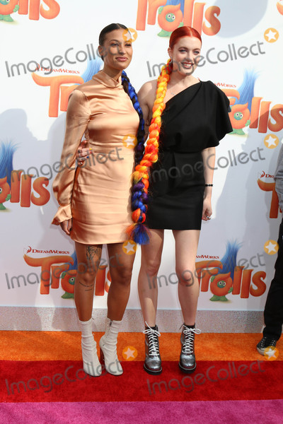 Aino Jawo Photo - Icona Pop Aino Jawo Caroline Hjeltat the Trolls Premiere Village Theater Westwood CA 10-23-16