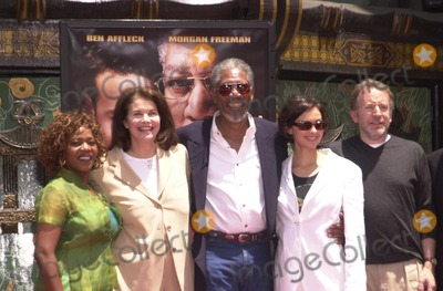 Alfre Woodard Photo - Alfre Woodard Sherry Lansing Morgan Freeman Ashley Judd and Frank Darabont at Freemans hand and foot print ceremony at the Chinese Theater Hollywood 06-05-02