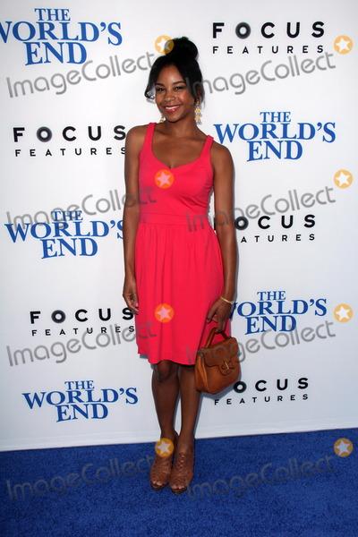 Aasha Davis Photo - Aasha Davisat The Worlds End Los Angeles Premiere Cinerama Dome Hollywood CA 08-21-13