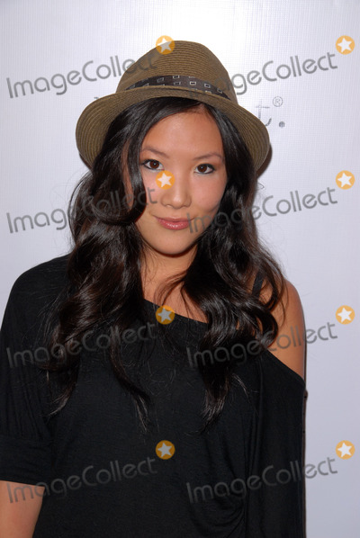 Ally Maki Photo - Ally Makiat the Undrest Pop Shop Grand Opening Event Undrest Pop Shop Los Angeles CA 11-12-09