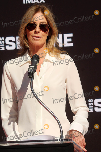 Kathryn Bigelow Photo - Kathryn Bigelowat the Jessica Chastain Hand and Foot Print Ceremony TCL Chinese Theater Hollywood CA 11-03-16