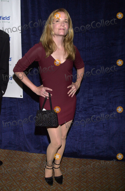 Lea Thompson Photo -  Lea Thompson at the special benefit for Adopt-A-Minefield Regent Beverly Wilshire Hotel Beverly Hills 06-14-01