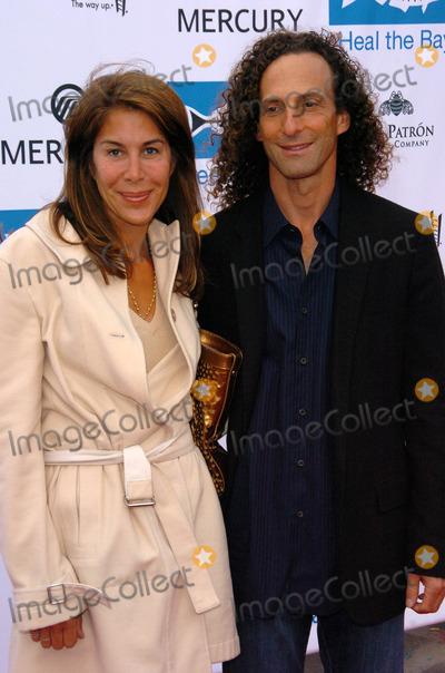 Kenny G Photo - Kenny G and Lyndie Bensonat the Heal The Bay 20th Anniversary Annual Dinner The Beach Santa Monica CA 06-02-05