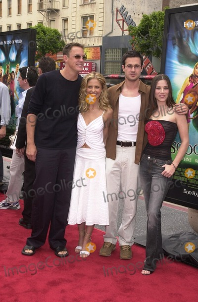 Scooby Doo Photo - Matthew Lillard Sarah Michelle Gellar Freddie Prinze Jr and Linda Cardellini at the premiere of Warner Brothers Scooby Doo at the Chinese Theater Hollywood 06-08-02
