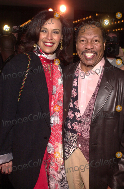 ABBA Photo -  Marilyn McCoo and Billy Davis at the premiere of MAMA MIA the musical based on the songs of ABBA Schubert Theater Century City 02-26-01