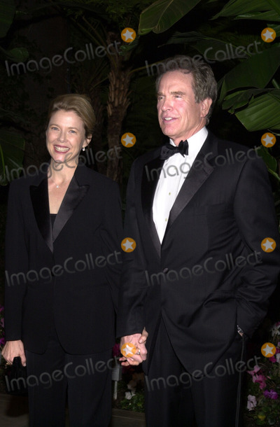 Annette Benning Photo -  ANNETTE BENNING  and WARREN BEATTY at the 2001 Costume Designers Guild Awards Beverly Hills Hotel 03-17-01