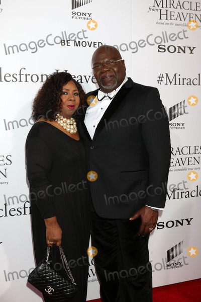 T D Jakes Photo - Serita Jakes T D Jakesat the Miracles From Heaven Premiere Arclight Hollywood CA 03-09-16