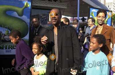 NICOLE MITCHELL Photo -  EDDIE MURPHY NICOLE MITCHELL and FAMILY at the premiere of Dreamworks Shrek at Manns Village Theater Westwood 04-22-01