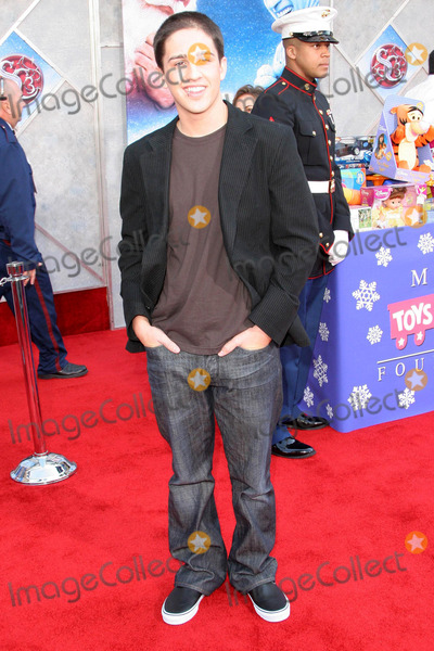 Eric Lloyd Photo - Eric Lloydat the premiere of The Santa Clause 3 The Escape Clause El Capitan Theater Hollywood CA 10-29-06