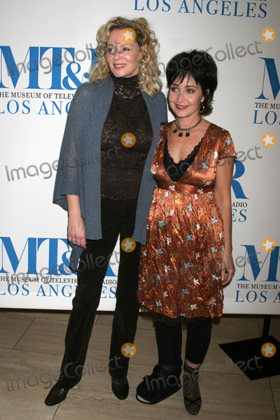 Annie Potts Photo - Jean Smart and Annie Pottsat Designing Women A Reunion presented by the Museum of Television and Radio Museum of Television and Radio Beverly Hills CA 10-25-06