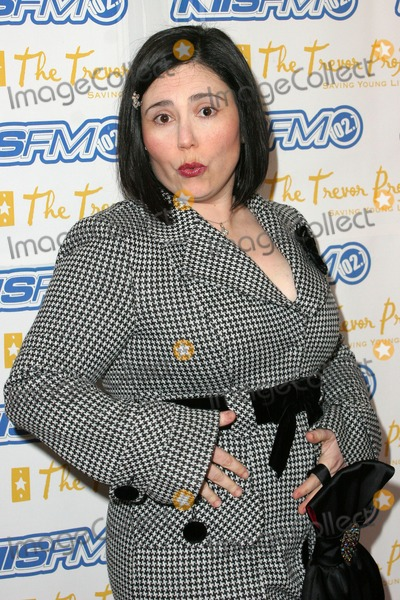 Alex Borstein Photo - Alex Borstein at Trevor Projects Cracked Xmas 7 honoring Debra Messing and Megan Mullally at The Wiltern LG Los Angeles CA 12-05-04