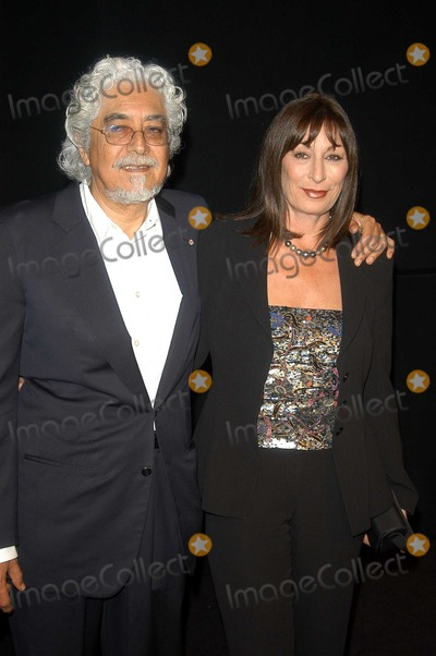 Angelica Huston Photo - Robert Graham and Angelica Huston at the Rodeo Drive Walk of Style honoring Armani Rodeo Drive Beverly Hills CA 09-09-03