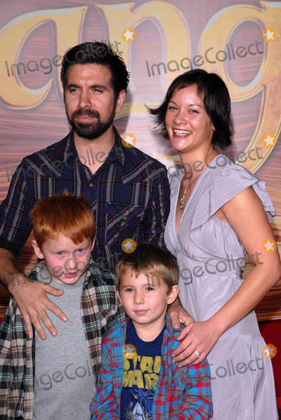 Amy Pham Photo - Joshua Gomez and Amy Pham at the Tangled World Premiere El Capitan Theatre Hollywood CA 11-14-10