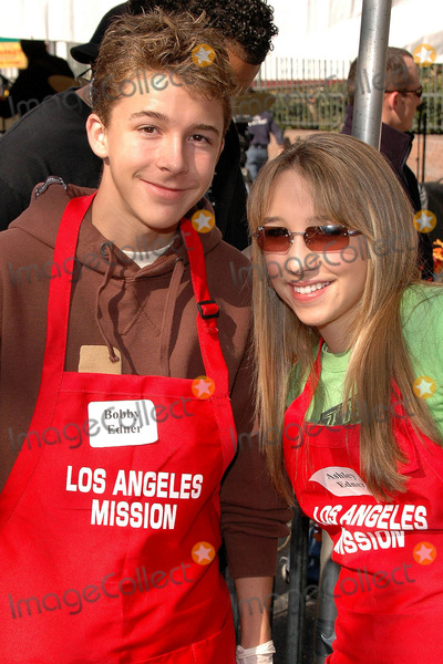 Ashley Edner Photo - Bobby Edner and Ashley Edner at the Thanksgiving Meal for the Homeless at the Los Angeles Mission Los Angeles CA 11-24-04