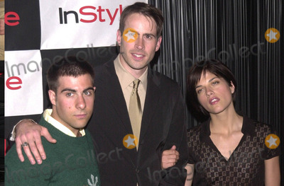 Selma Blair Photo -  JASON SCHWARTZMAN JASON LEE and SELMA BLAIR at the InStyle Magazines exhibition of avante-garde artist Bryten Goss work Quixote Studios West Hollywood 06-28-01