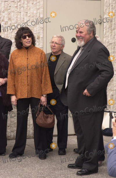 Arte Johnson Photo - Lily Tomlin Arte Johnson and George Schlatter at the Walk of Fame ceremony for Rowan and Martin Hollywood Blvd 04-02-02