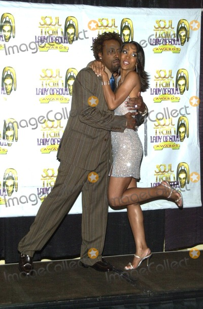 Arsenio Hall Photo - Arsenio Hall and Shaun Robinson at the 8th Annual Soul Train Lady Of Soul Awards Pasadena Civic Auditorium Pasadena CA 08-24-02