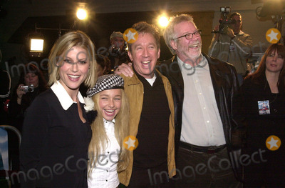 John Pasquin Photo - Julie Bowen Hayden Panettiere Tim Allen and Director John Pasquin at the Joe Somebody Premiere Manns Village Theater Westwood 12-19-01
