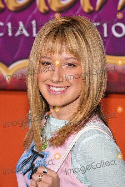 Ashley Tisdale Photo - Ashley Tisdale at Walt Disney Home Entertainments worldwide DVD debut of Aladdin Special Edition at the El Capitan Entertainment Centre Hollywood CA 09-30-04