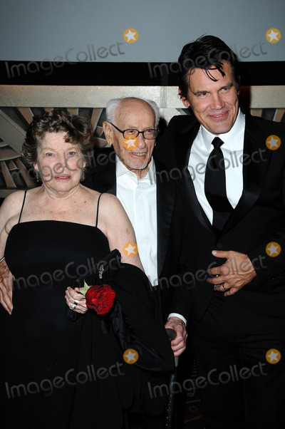 Anne Jackson Photo - Anne Jackson Eli Wallach and Josh Brolinat the  2nd Annual Academy Governors Awards Kodak Theater Hollywood CA  11-14-10