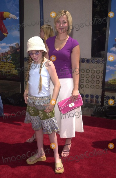 Allison Mack Photo - Allison Mack and sister Robyn Mack at the premiere of Columbia Pictures Stuart Little 2 held at Mann Village and Bruin Theaters Westwood CA 07-14-02