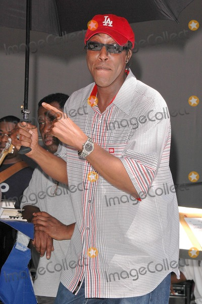 Arsenio Hall Photo - Arsenio Hall at the sound check rehearsal for Arethas concert at the Greek Theatre Los Angeles CA 09-17-04